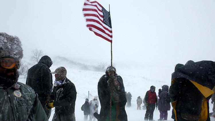 Veteranos de EE.UU. llegan a la reserva Standing Rock para defender a los sioux de la Policía