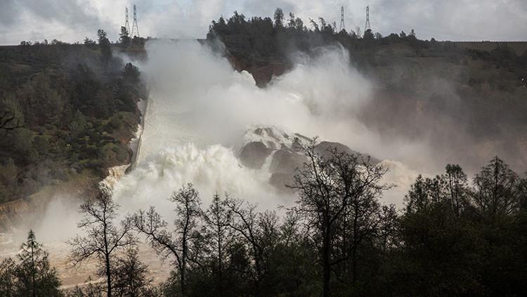 Video: Ordenan la evacuación de áreas cercanas a la presa de Oroville en California