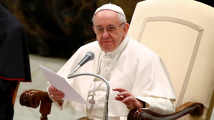 Papa Francisco pide perdón por curas pederastas