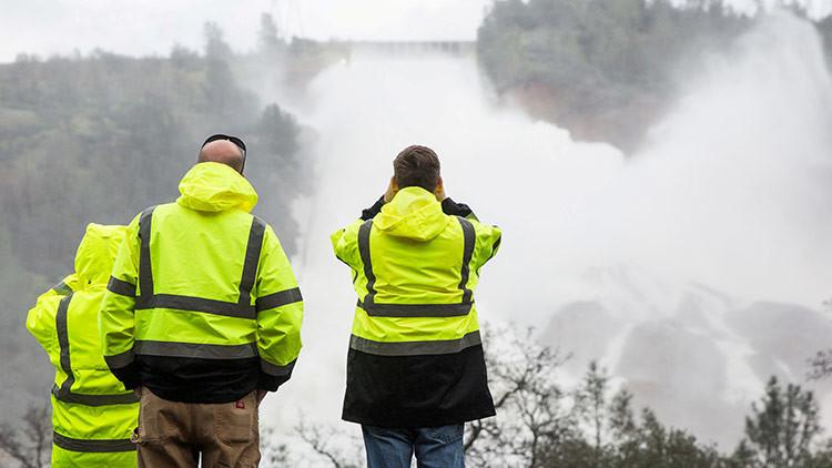Ponen en alerta la Guardia Nacional de California por el accidente en la presa