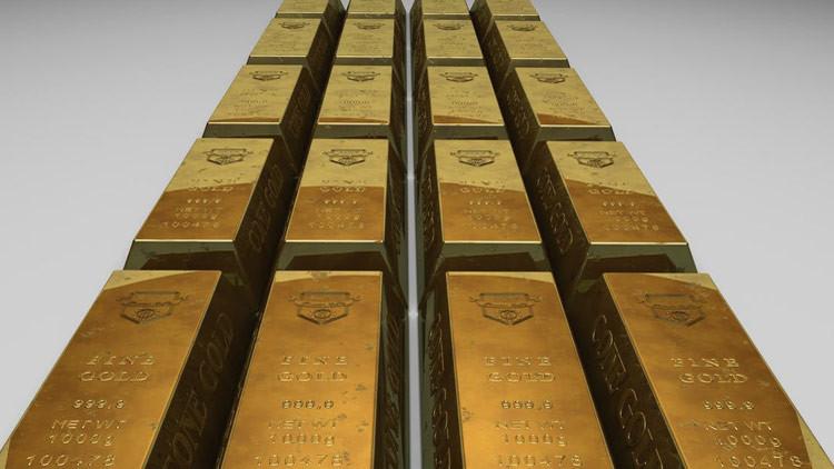 Un pasajero indio trata de pasar por la aduana con un kilo de oro en su recto
