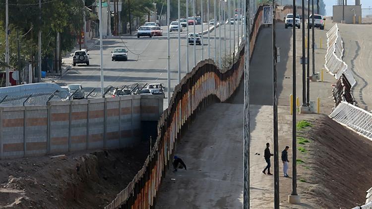 """""""Trabajo es trabajo"""": Mexicano ayuda a construir el muro fronterizo con EE.UU."""