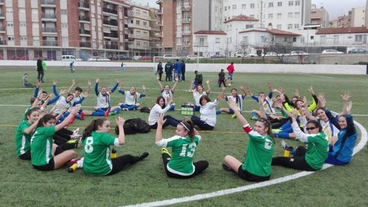 """""""Márchense a la cocina"""": Mujeres futbolistas interrumpen un partido por comentarios sexistas"""
