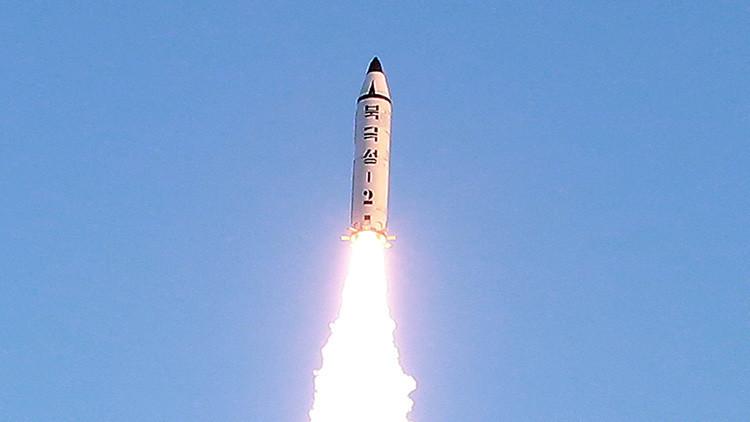 La Inteligencia surcoreana revela parámetros técnicos del misil balístico lanzado por Pionyang