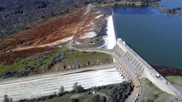 IMPRESIONANTE VIDEO: La presa de Oroville un día antes de que se ordenara la evacuación