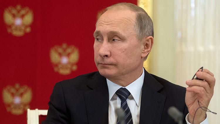 Portavoz de Putin: El presidente ruso acepta las críticas, pero no los insultos