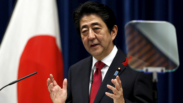 El primer ministro japonés revela que Trump le animó a estrechar lazos con Rusia