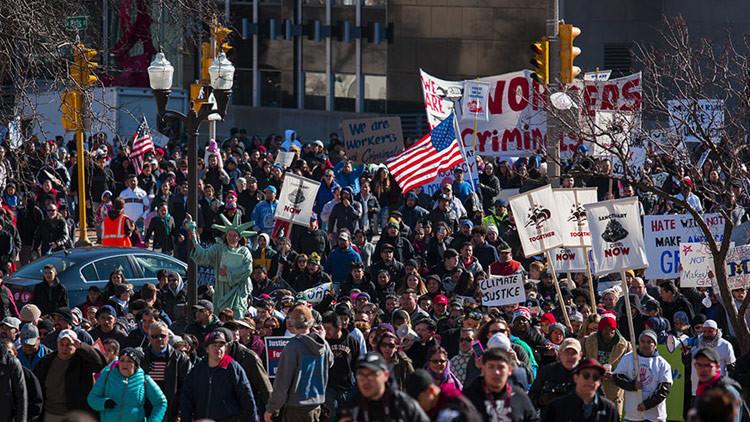 'Día sin latinos': miles de manifestantes contra las políticas migratorias de Trump en Milwaukee