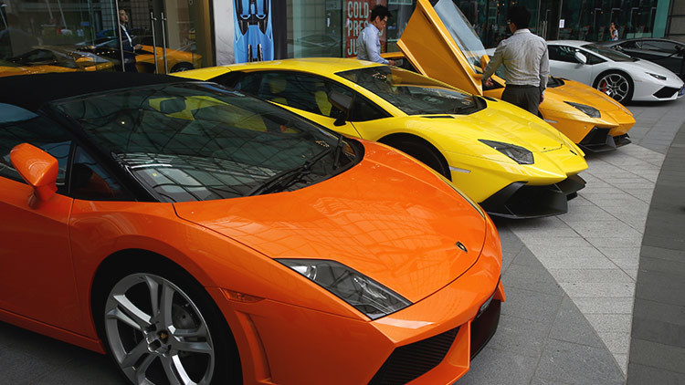 Estafadores españoles vendían coches Toyota transformados en Lamborghini o Ferrari (video)