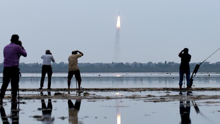 Récord espacial: La India lanza al espacio 104 satélites simultáneamente (video)