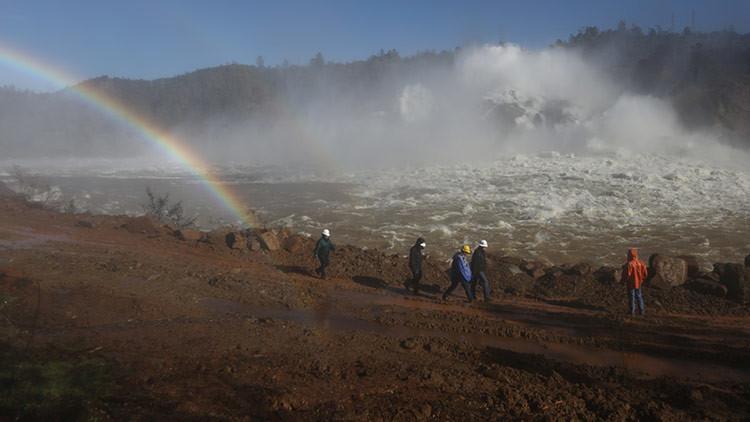 California, en estado de emergencia: Imágenes 'apocalípticas' desde la presa de Oroville