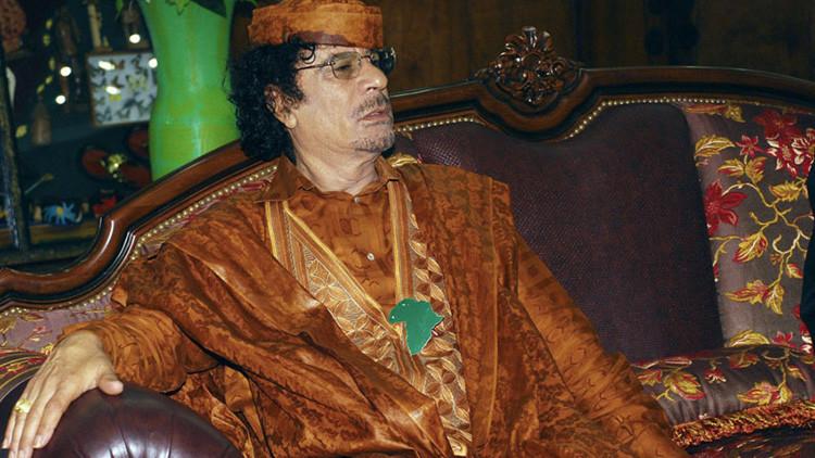 Exmilitar británico se viste de Gaddafi y arranca a mordiscos la oreja a un joven en un bar (foto)