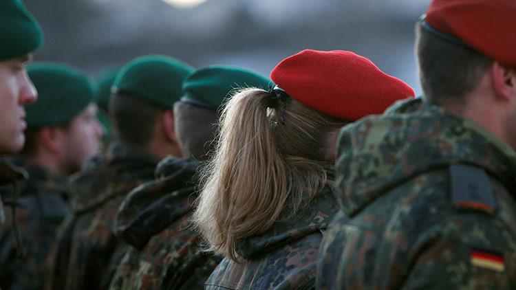 """""""Las forzaban a desnudarse y bailar"""": Revelan nuevos detalles de abusos a mujeres militares alemanas"""