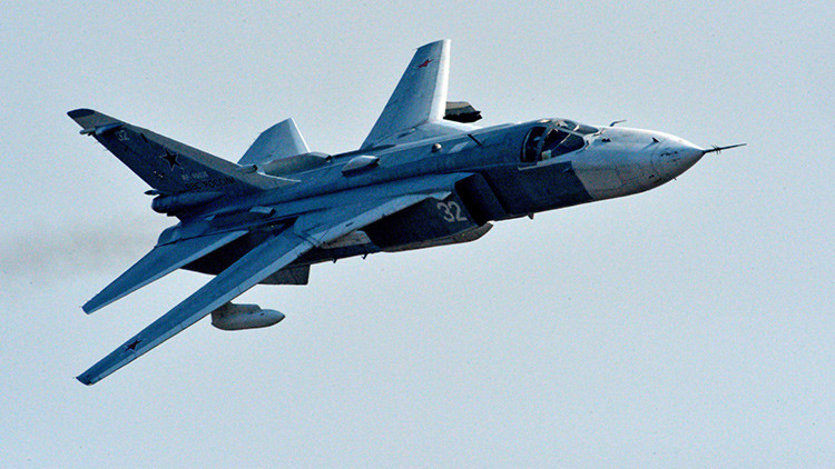 Dos cazas rusos Su-24 vigilan una fragata española de la OTAN en el mar Negro