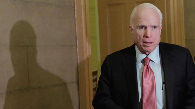 Humoristas rusos llaman a McCain haciéndose pasar por el primer ministro de Ucrania
