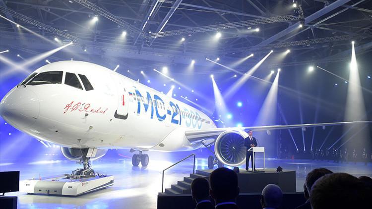 Putin propone a Uruguay considerar la compra de aviones SSJ y MS-21