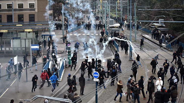 Enfrentamientos estallan de nuevo en París durante una protesta contra la violencia policial