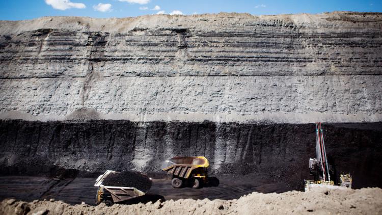 Trump revoca una regulación de minería del carbón de Obama