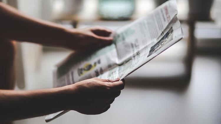 Las promesas se deben cumplir: un periodista se come un periódico (VIDEO)