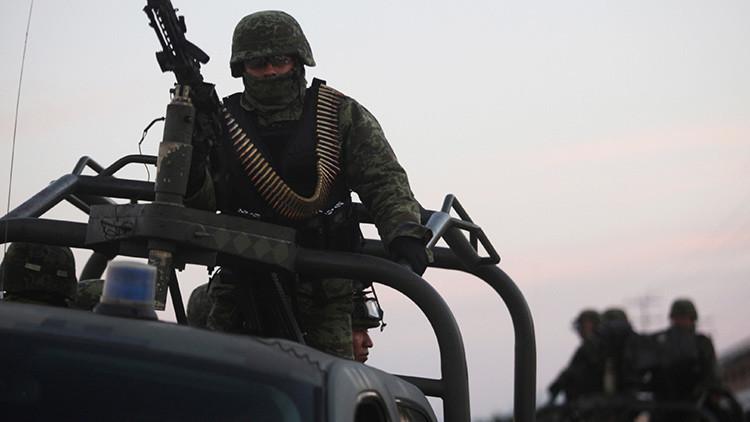 Ejército mexicano abate a una decena de narcotraficantes en la frontera con EE.UU. (VIDEO)