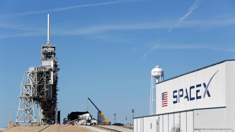 Space X aplaza 24 horas el lanzamiento de una superbacteria a la EEI