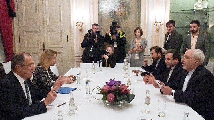 Lavrov comprueba si hay espías durante su encuentro con el director del OIEA (VIDEO)