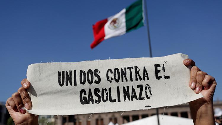 Baja la gasolina en México: el Gobierno evita un nuevo 'gasolinazo', pero anuncia un reajuste