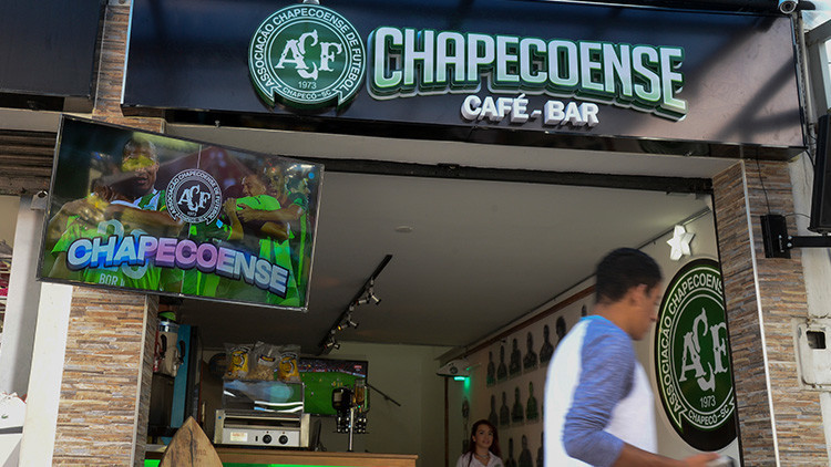 'Chapecoense Café-Bar': El homenaje de Colombia al club brasileño tras la tragedia aérea (VIDEO)