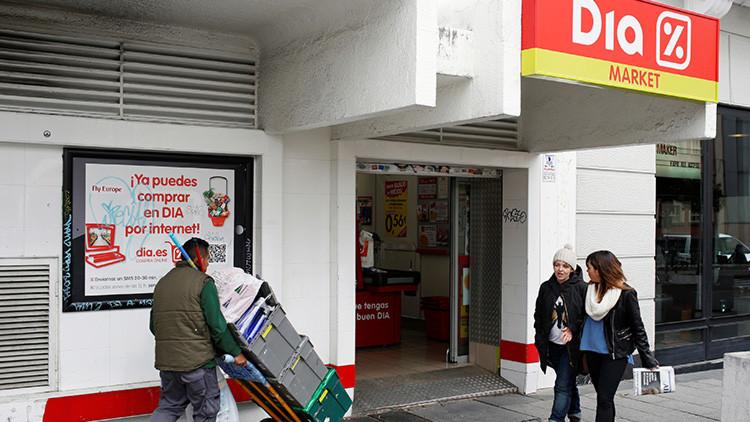 'Siesta forzada': Un ladrón queda atrapado en un supermercado en pleno día