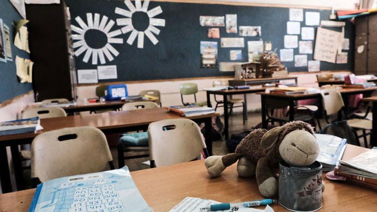 Obligan a unas alumnas a desnudarse frente a su clase por no completar sus tareas