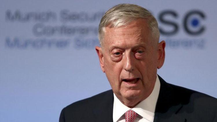 """""""No estamos aquí por su petróleo"""": El secretario de Defensa de EE.UU. llega a Irak"""