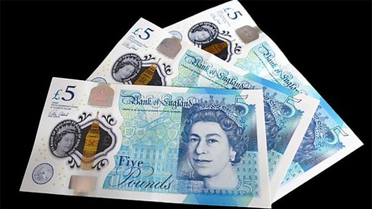 ¿Estará el tesoro en algún bolsillo? El Reino Unido, a la caza del billete de las 50.000 libras