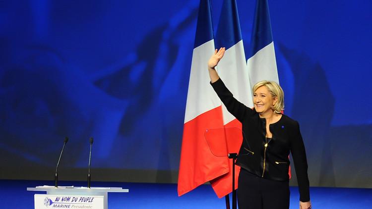 """""""No me voy a cubrir"""": Marine Le Pen cancela reunión con el muftí libanés para no llevar un pañuelo"""