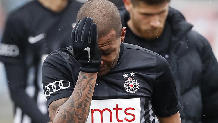 Futbolista brasileño deja el campo de juego entre lágrimas, víctima de gritos racistas e insultos