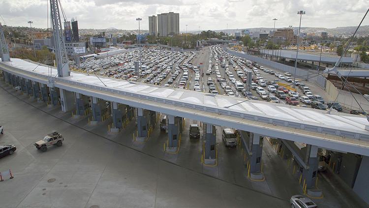 FUERTE FOTO: Un mexicano se suicida en  un cruce de frontera en Tijuana tras ser deportado de EE.UU.