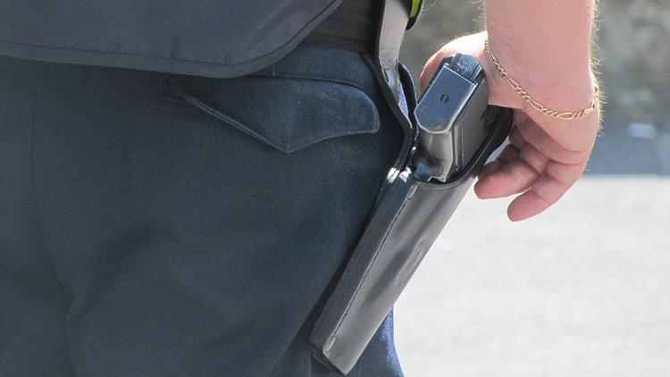 VIDEO: Un policía de EE.UU. fuera de servicio detiene a un joven latino de 13 años y dispara su arma