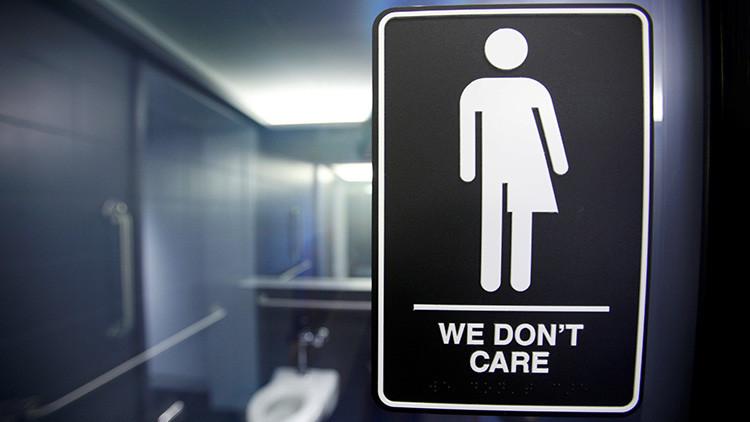 Trump revoca la ley de baños transgénero de Obama para escuelas públicas
