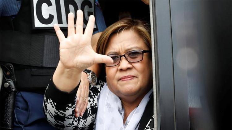 Arrestan a una senadora crítica de Duterte