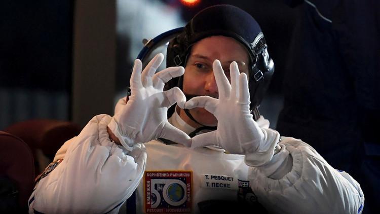 Un astronauta de la EEI trolea a teóricos de la conspiración con esta selfi desde el espacio