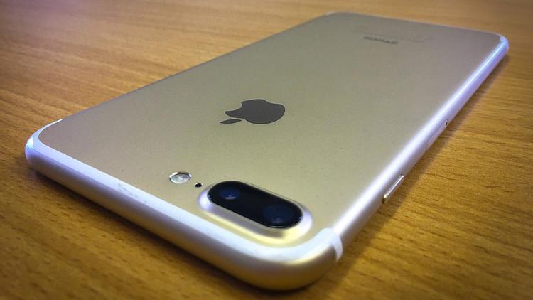 VIDEO: Apple analiza la grabación de un iPhone 7 'humeante'