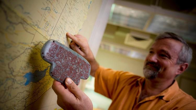 Un colgante hallado en Belice podría cambiar lo que sabemos sobre los mayas