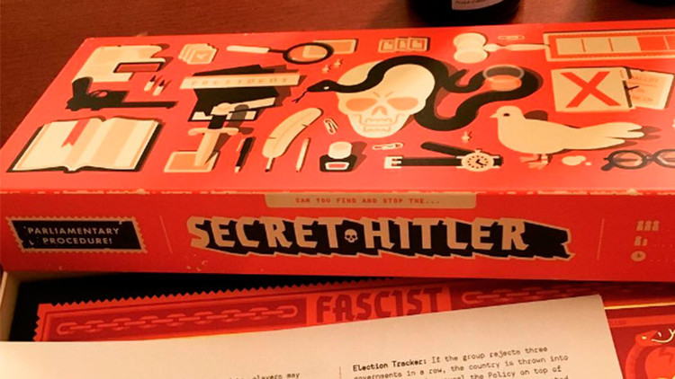 'Secret Hitler': Envían controvertidos juegos de rol a todos los senadores estadounidenses