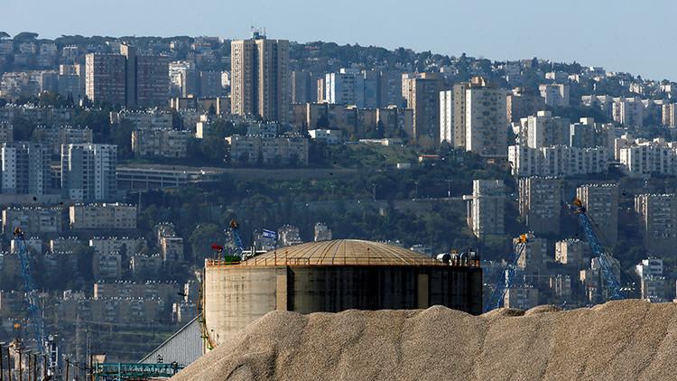 """""""Cinco bombas atómicas"""": 3.000 israelíes protestan contra un peligroso depósito de amoníaco"""