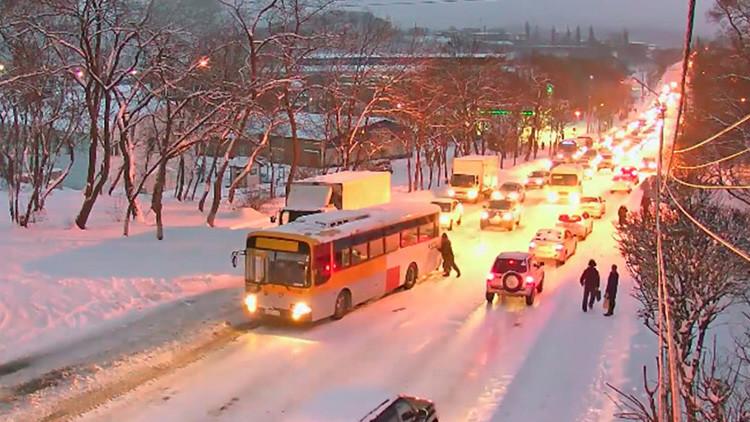 Hielo, velocidad y pánico: El peligro de ponerse al volante en el Lejano Oriente ruso (Videos)