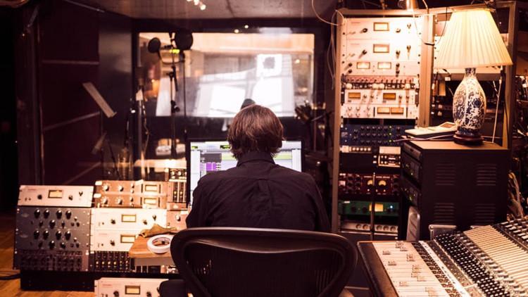 El último viaje de Fabo: la historia del DJ italiano que viajó a Suiza para someterse a la eutanasia