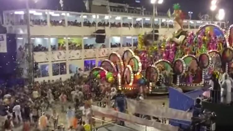 VIDEO IMPACTANTE: Una carroza descontrolada arrolla a una multitud en el Carnaval de Río