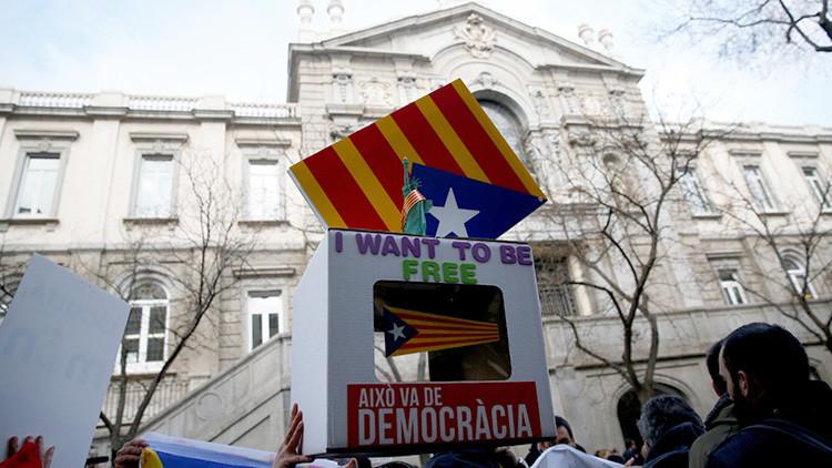 España: el Tribunal Supremo juzga la consulta independentista catalana (VIDEO)