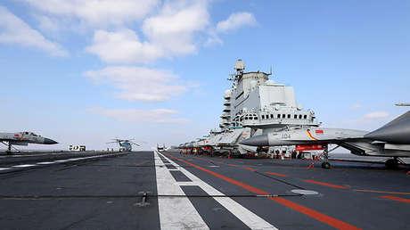 La cubierta principal del portaaviones chino Liaoning.
