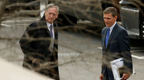 El secretario de Defensa de EE.UU., James Mattis, y el exasesor de Trump Michael Flynn