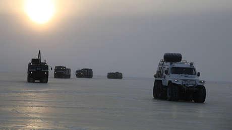 La columna del Ejército ruso a su salida de Tixi